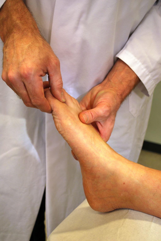 Die Behandlung von den Egel bei den Rückenschmerz